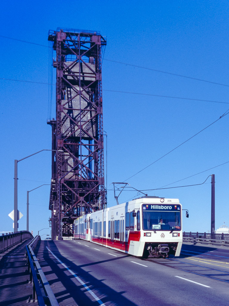 TRIMET 236 (Typ SD660) Steel Bridge, Portland, OR